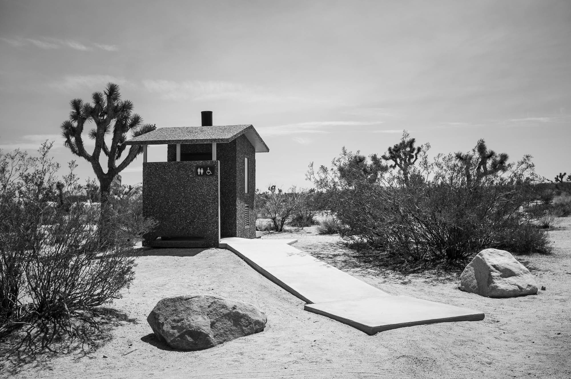 Studio-David-Fischer-Joshua-Tree-Toilet